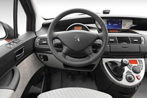 Essais auto interieur et ext rieur peugeot 807 auto for Peugeot 806 interieur