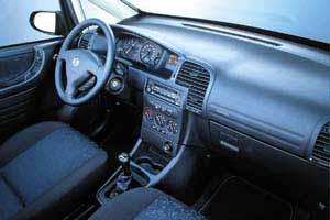 essais auto interieur opel zafira jusqu 39 a 10 2005 auto. Black Bedroom Furniture Sets. Home Design Ideas